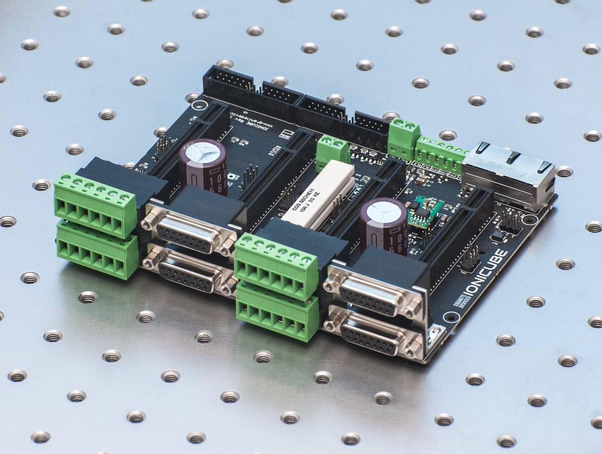 Multi axis motion control board